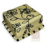 18. kép: Ünnepi torták - Kocka alakú virágrajzos torta