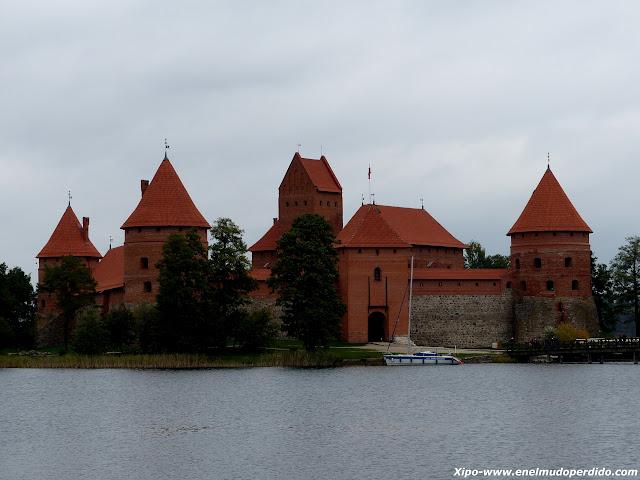 castillo-trakai.JPG