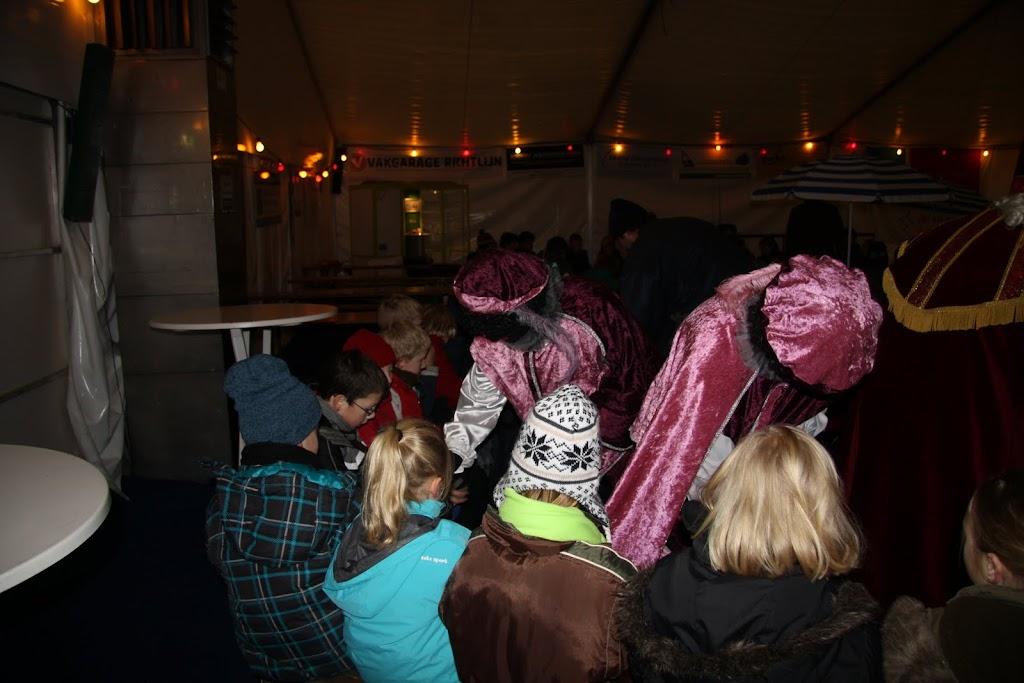 Sinterklaas bij de schaatsbaan - IMG_0414.JPG