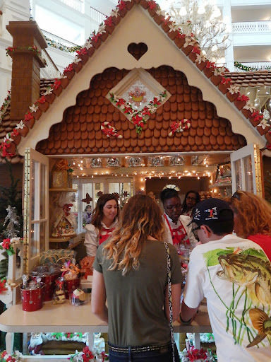 lifesize gingerbread house, Grand Floridian, Disney at Christmas