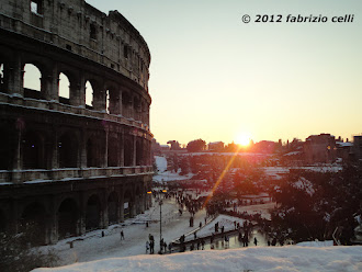 colosseo neve tramonto