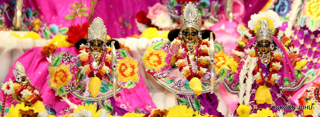 ISKCON Juhu Sringar Deity Darshan on 29th Sep 2016 (32)