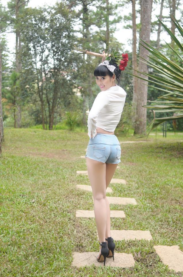 Lê Kiều Như mặc quần rin ngắn