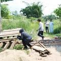 Bupati Dendi Pesawaran Bongkar Pagar Penghalang Jalan Menuju Ponpes