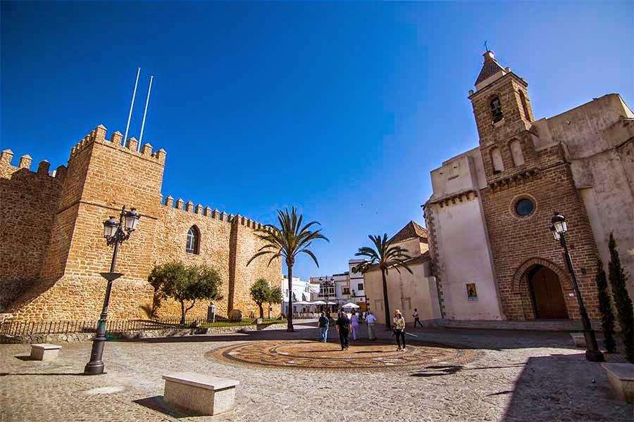 Castillo de Luna e Iglesia Nuestra Señora de la O en Rota Cádiz