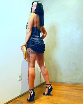 Cleo Pires com um vestido pretinho curto enlouquece os fãs