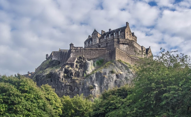 Edinburgh Castle-min