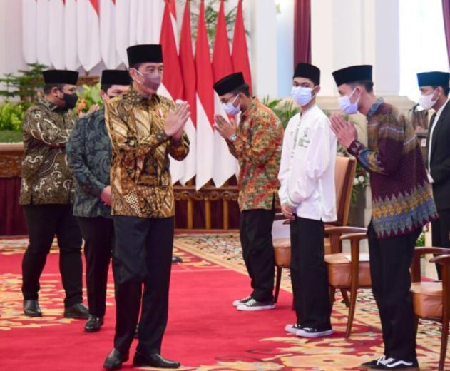 Dukung Ekonomi Syariah, Jokowi Dorong Santri Jadi Wirausahawan