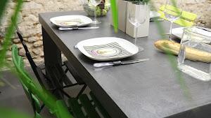 table-de-salle-a-manger-6personnes-en-beton-cire-resine-decorative-mobilier-sur-mesure-paris-les-betons-de-clara