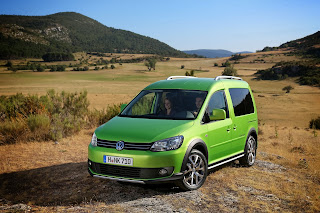 2013-Volkswagen-Cross-Caddy-5