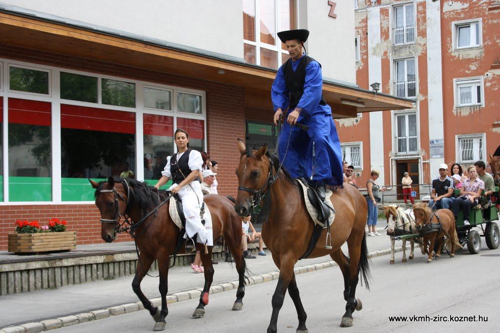 Ez a betyár nem megülte, hanem megállta a lovát.JPG rel=