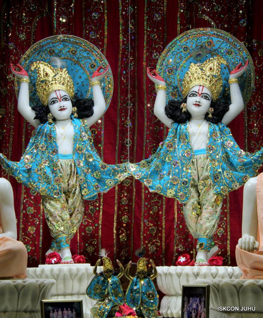 ISKCON Juhu Mangal Deity Darshan on 25th Oct 2016 (27)