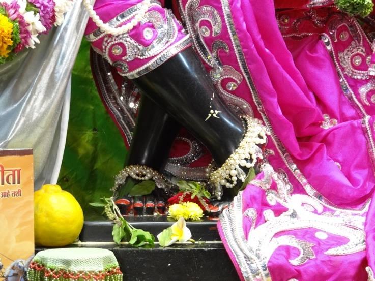 ISKCON Nigdi Deity Darshan 19 Dec 2015 (18)