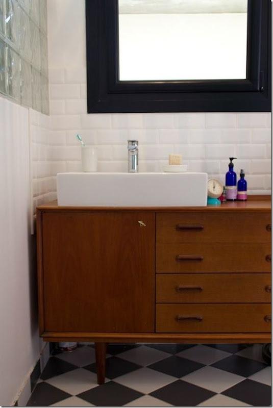 come-inserire-un-mobile-vintage-nell-arredamento-del-bagno (6)