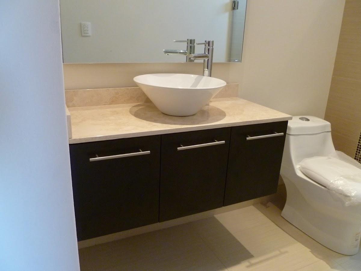 Muebles de ba o muebles para ba o modernos closets orbis for Pared de bano de concreto encerado