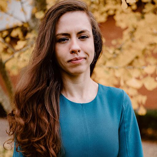 Yesenia Villalobos Photo 16