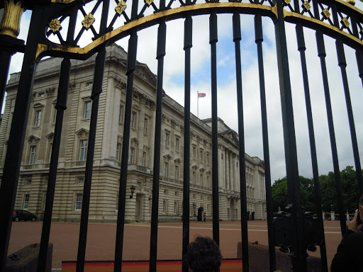 Buckingham Palace gate. From Best Museums in London and Beyond