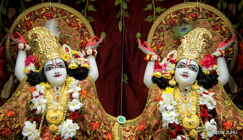 ISKCON Juhu Sringar Deity Darshan on 30th May 2016 (39)
