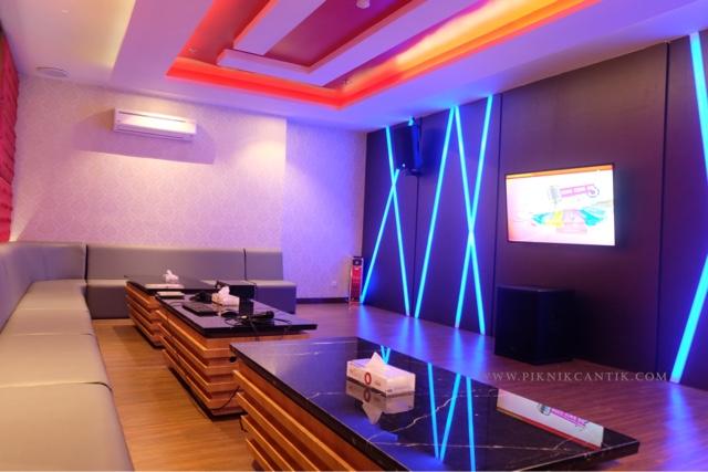 Ruang karaoke BWP Premier Panbil Hotel