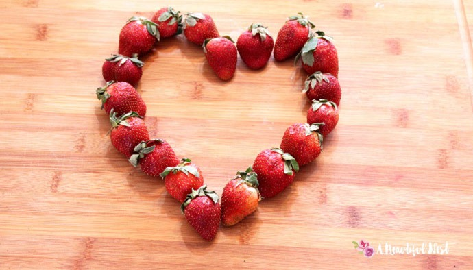 Vegan-banana-pancakes-strawberry-heart