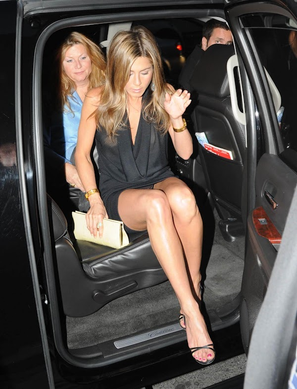 Jennifer Aniston Upskirt(upskirt-0photos)0