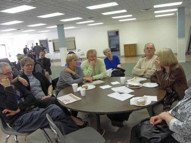Spotkanie medyczne z Dr. Elizabeth Mikrut przy kawie i pączkach. Zdjęcia B. Kołodyński - SDC13554.JPG