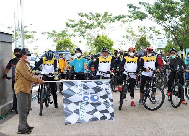 Gubernur bersama OJK Gabung Bank Kalsel Charity Ride Tebar Kebaikan