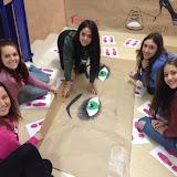 2017-11-24 Els alumnes de CAI preparen l'Exposició contra la Violència de Gènere