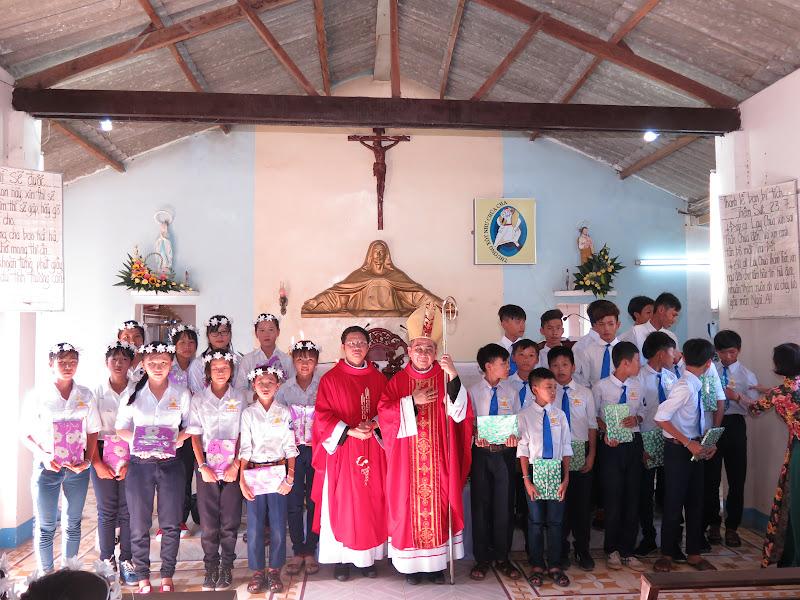 Hình ảnh Đức Giám Mục Giáo phận thăm viếng và ban phép thêm sức tại Giáo xứ Nhị Hà - Giáo hạt Ninh Phước