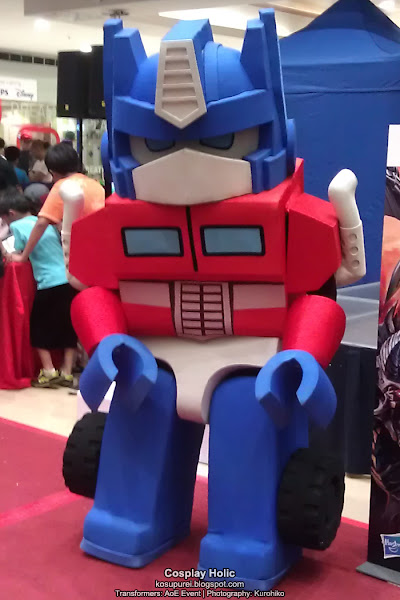 transformers cosplay - optimus prime (kre-o) at the age of extinction megamall event 2014