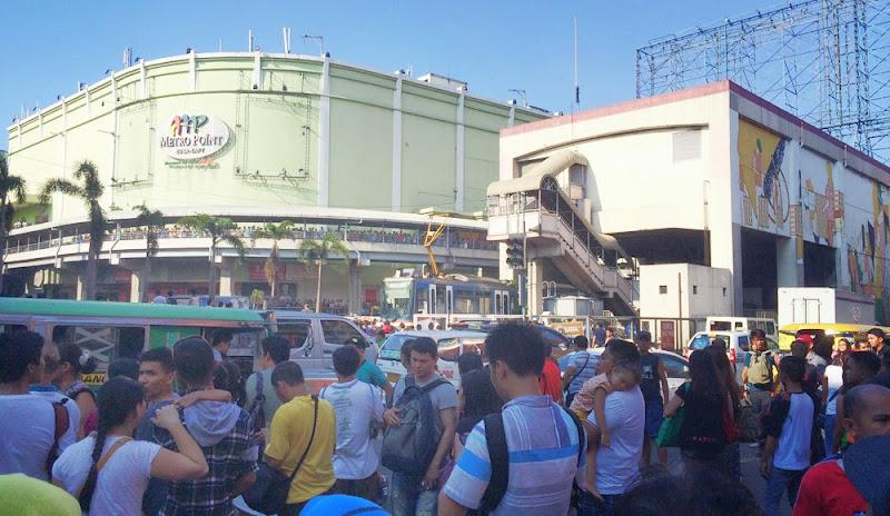 Video and Photos MRT Crash Pasay  Cause Traffic  01-08-13-2014