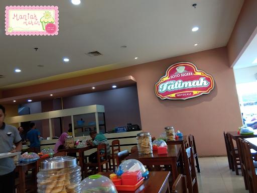 maniak-makan-soto-segeer-hj-fatimah-boyolali-transmart-solo-interior