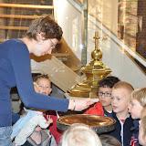 Kleuters bezoeken Martinuskerk - DSC_0044.JPG