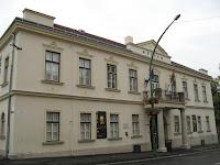 A PIM sátoraljaújhelyi Kazinczy Múzeum épülete_Főbejárat.jpg