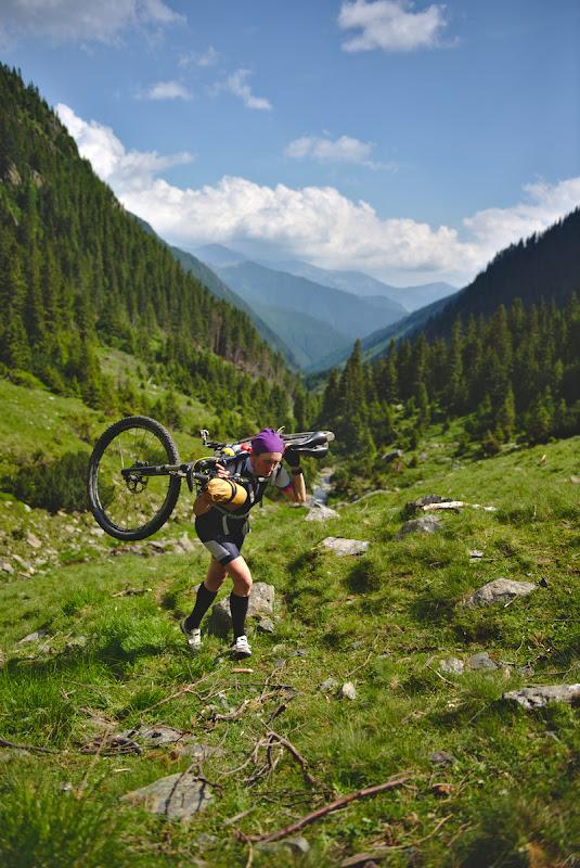 La deal pe Valea Zarnei, la un carry-bike de 600 de metri diferenta de nivel.