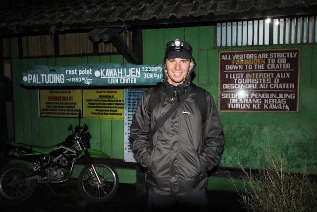 Antes de iniciar el trekking a Ijen