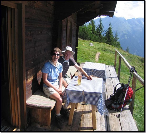 2708-Drinks-at-Pitzen-Alm