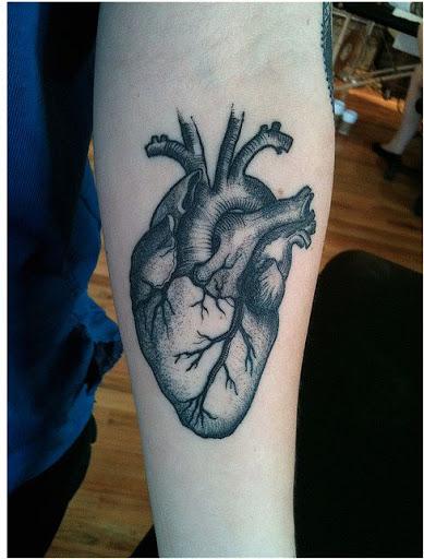 Coracoes humanos tatuagens sao muito famosos desenhos