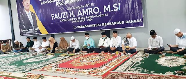 Fauzi H Amro dan Wakil Bupati Muratara H. Inayatullah saat baca surat yasin bersama tokoh sepuh masyarakat Muratara. (Poto/Ist)