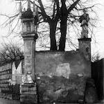 055 - Костел святой Марии Магдалини. Каплиця Franciszka Underki і статуя św. Jana Nepomucena на стіні колишнього монастиря. (1912р).jpg