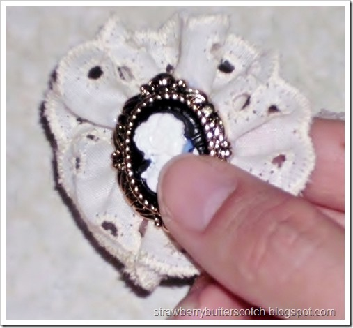 Make pretty broaches with lace and cute buttons.