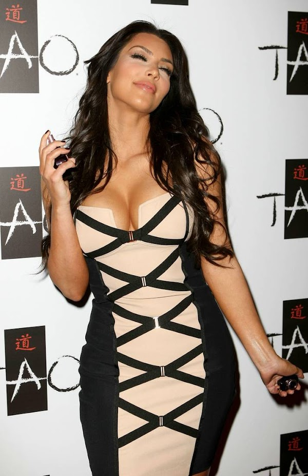 Kim Kardashian Big Cleavage(Best-7photos)7