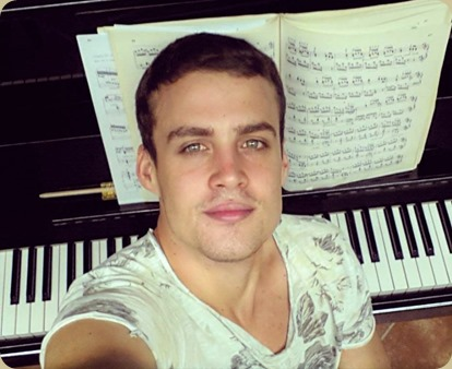 ARTIST PROFILE: Prince of the Piano - Italian pianist LUDOVICO TRONCANETTI [Photo © by the artist; used with permission]