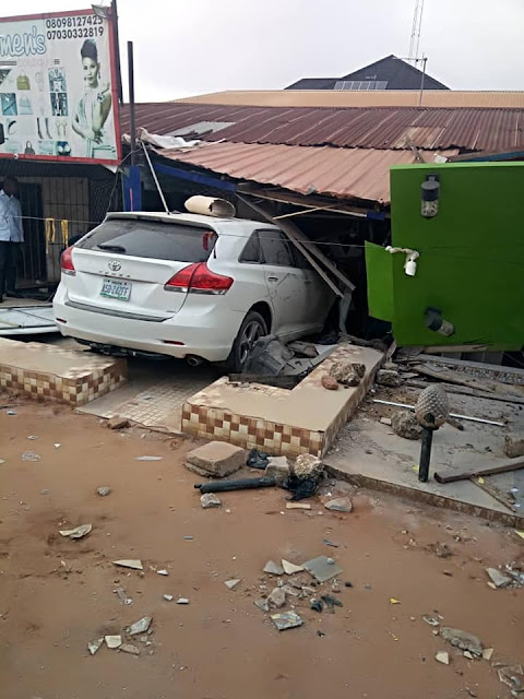 Toyota Venza Rammed Into Lady's Shop In Asaba. Photos