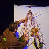 Una altra proposta d'estructura penjada de paret sobre la qual, en aquest cas, s'hi va disposar un phalaenopsis i un anthurium.