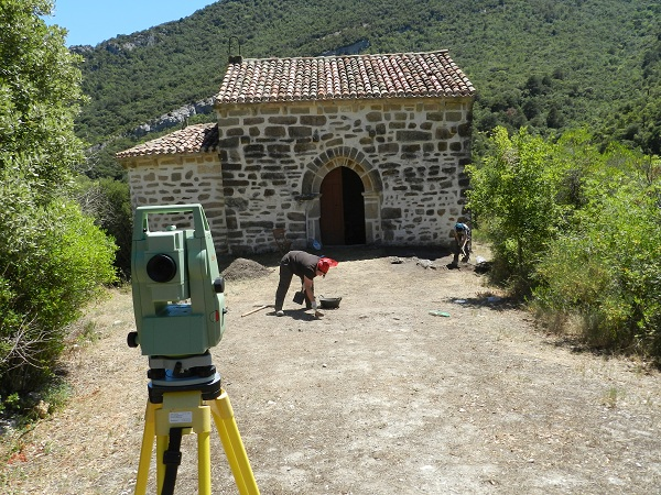 Archaeologists at work at Lantarón in Castile