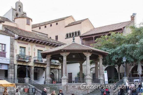 Poble Espanyol meydanı, Barselona