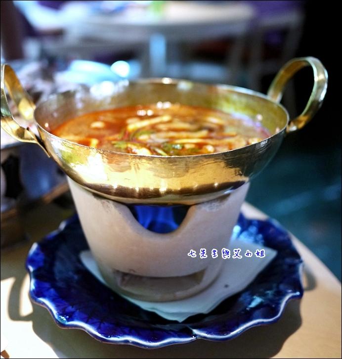 14 酸辣海鮮湯