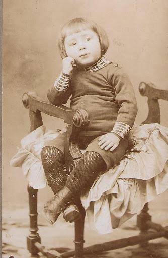 Mi padre con cuatro años, el mayor de los 9 hijos que tuvo mi abuela Valentina