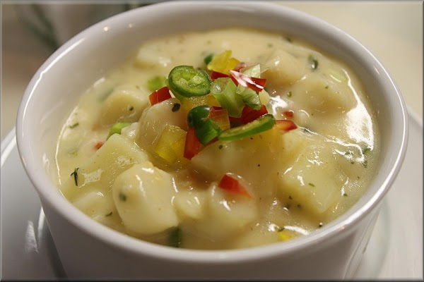 Serve chowder in soup tureen and garnish with slice chili peppers and scallops. ...